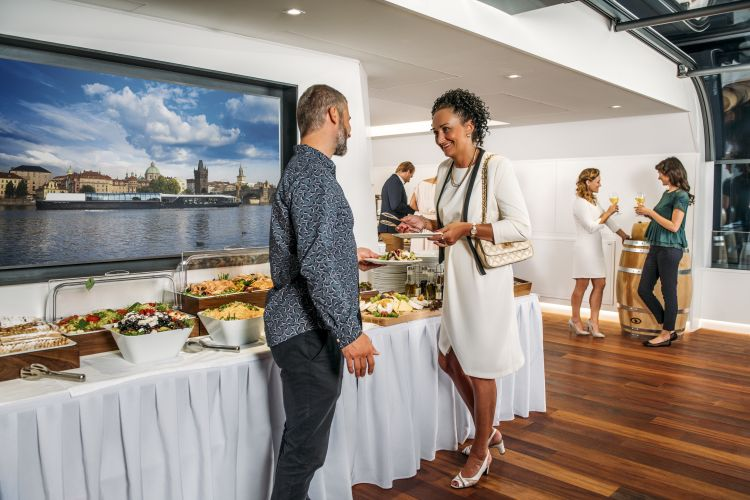 A delicious dinner on an exceptional boat