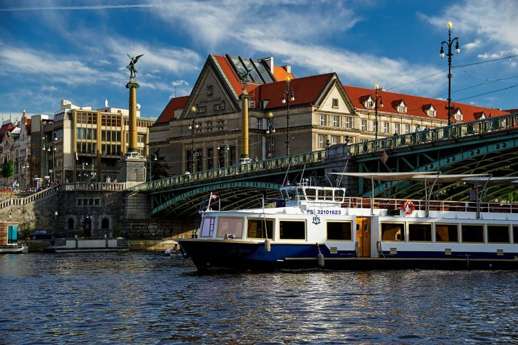A combination of two experience - food and cruise